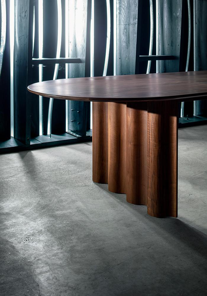 Стол с креативным дизайном ZEITRAUM