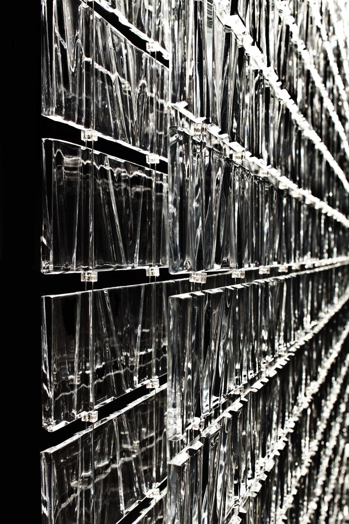 Tile Fabbian интерьерные элементы и светильники из литого стекла с фактурой (орнаментом)